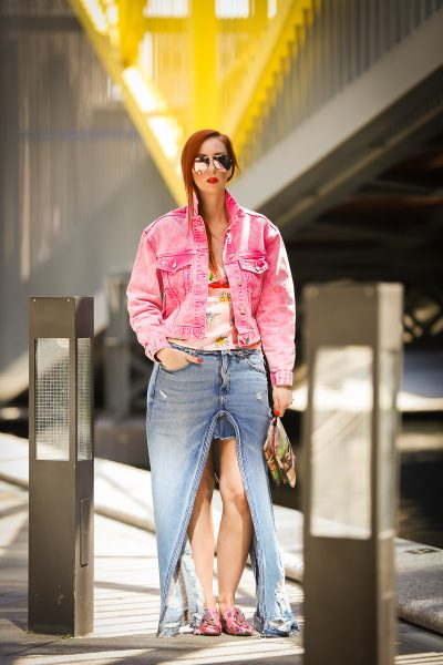 Streetstyle meets denim and pink